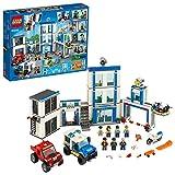 LEGO City StazionediPolizia, Set di Costruzioni per Bambini con 2 Camion Giocattolo, Mattoncini Sonori e Luminosi, un Drone e una Motocicletta, 60246